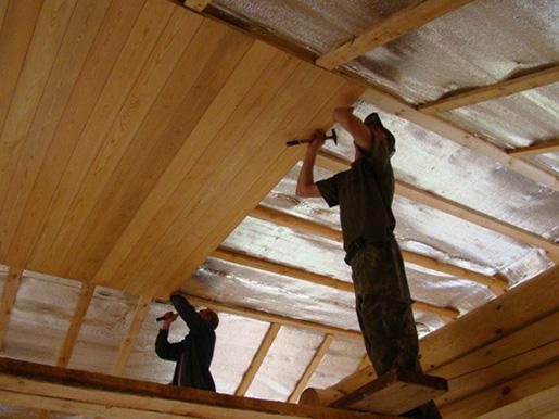 Потолок деревянного дома утеплить своими руками 79